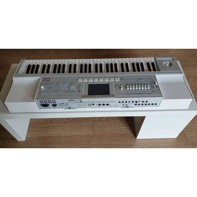 Used Korg M3 61 Keys Synth/Sampler + Flight Case